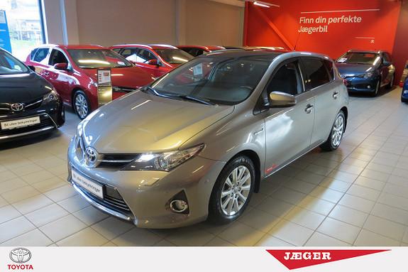Toyota Auris 1,8 Hybrid E-CVT Executive M. Navigasjon og DAB+  2014, 43000 km, kr 249000,-