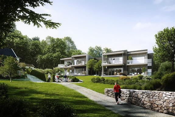 I naturskjønne omgivelser omringet av sjø,  golfbane og majestetiske trær. Et eksklusivt prosjekt med få leiligheter. Store uteplasser, heis og garasje. God takhøyde.