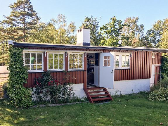 1-roms hytte - Ved sjøen - Stavern - 1 900 000,- Leinæs & Partners