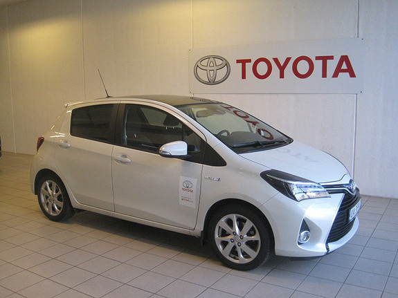 Toyota Yaris 1,5 Hybrid Style e-CVT  2016, 7641 km, kr 239000,-