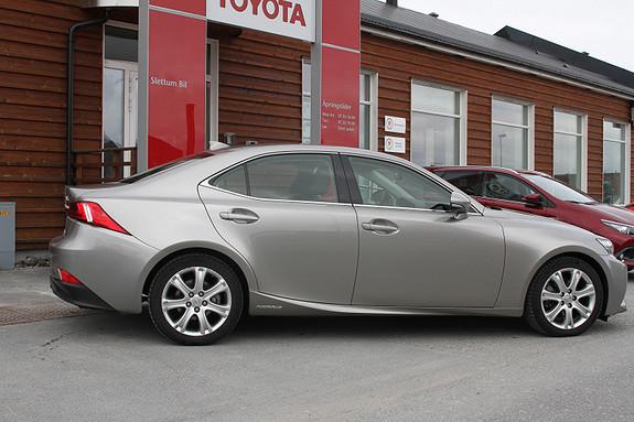 Lexus IS 300h Executive Plus  2015, 12900 km, kr 459000,-