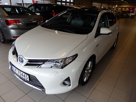 Toyota Auris 1.8 Executive Hybrid  2013, 81000 km, kr 199000,-