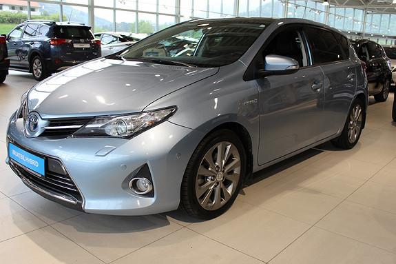 Toyota Auris 1.8 Hybrid Executive med panoramaglasstak  2013, 110523 km, kr 179000,-