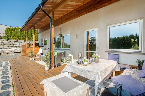 Brattholmen/Nygårdsvegen - Tiltalende og moderne 3- roms leilighet med stor terrasseplatting.Gode solforhold, og flott utsikt. Ca 300 m til Brattholmen skole.