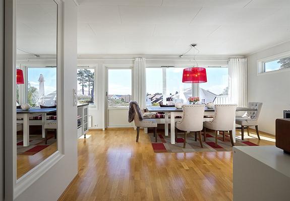 Stilig rekkehusleilighet med sjøutsikt -Skjærhalden