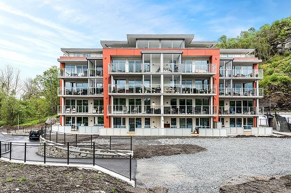 Søreide - Stilfull leilighet med stor solrik terrasse - fri utsikt - heis og garasje