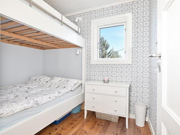 Innholdsrik hytteeiendom, usjenert beliggende med fantastisk utsikt -Sponvika