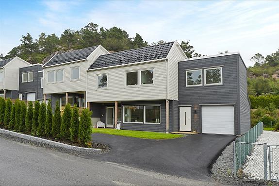 Mathopen/Alvøen. Nyhet. 4 nye moderne rekkehus i et meget attraktivt område - 4/5 soverom - Garasje - Gode solforhold og meget flotte turområder - Mulighet for takterrasse