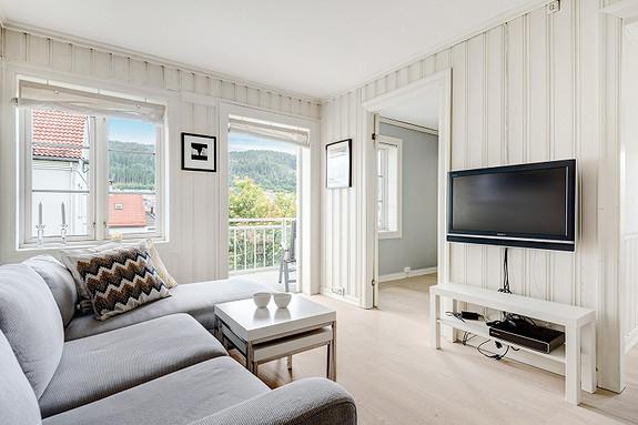 Kronstad - Meget lys og trivelig 2/3 roms leilighet i rolig område - stor solrik balkong - bilfritt/hageby