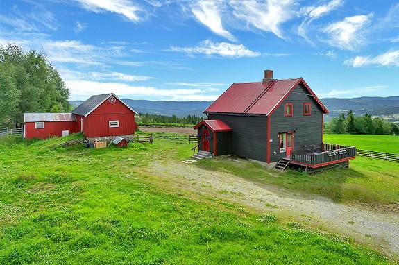 Gårdsbruk / småbruk - Aust-Torpa - 1 950 000,- Gjestvang & Partners