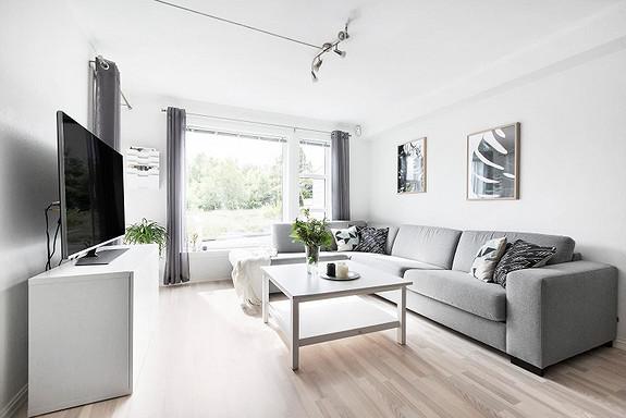 Strøken treroms leilighet klar for overtagelse. Stor terrasse i rolig, barnevennlig omgivelser
