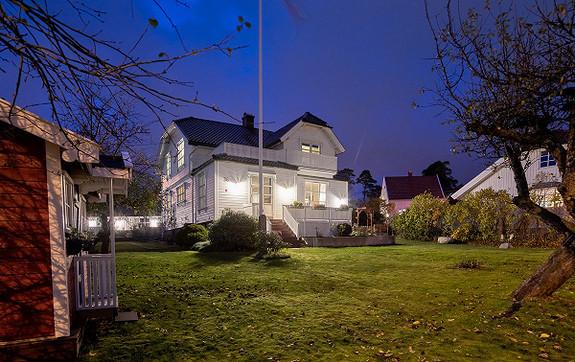 Klassisk villa på stor tomt, nær marka - Trara, sentrum