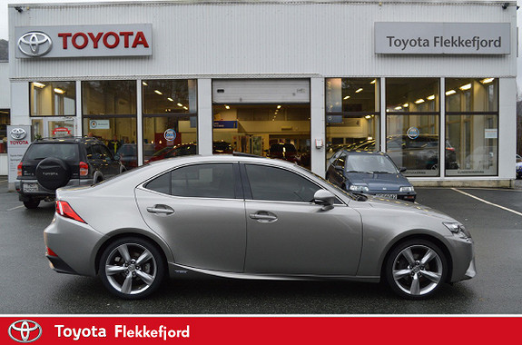Lexus IS 300h Luxury  2014, 72 137 km, kr 295 000,-