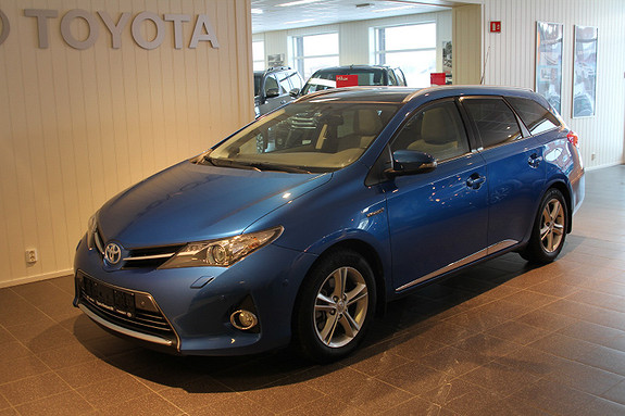 Toyota Auris Touring Sports 1,8 Hybrid Executive med panoramatak  2015, 55 354 km, kr 239 000,-