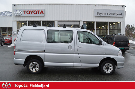 Toyota HiAce D-4D 5-d 117hk 4WD kort , Aircondition  2010, 187741 km, kr 169000,-