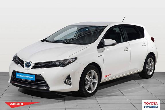 Toyota Auris 1,8 Hybrid E-CVT Executive  2013, 4700 km, kr 219000,-