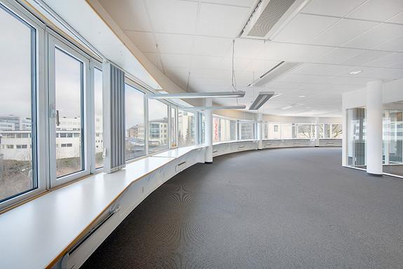 Lyse kontorlokaler topp etasje- sentralt på Lysaker