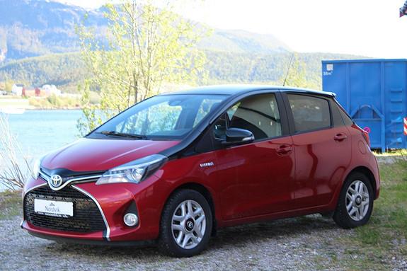 Toyota Yaris 1,5 Hybrid Active BiTone e-CVT  2016, 20500 km, kr 219000,-