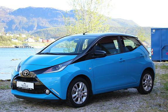 Toyota Aygo x-cite 1,0 Navi, SideAssist, Kamera  2016, 22200 km, kr 139000,-