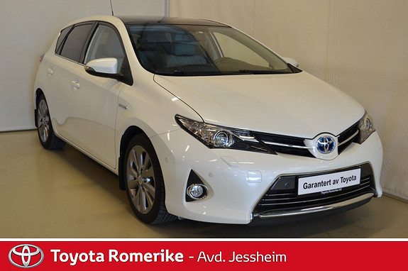 Toyota Auris 1,8 Hybrid E-CVT Executive Glasstak  2013, 45900 km, kr 199000,-