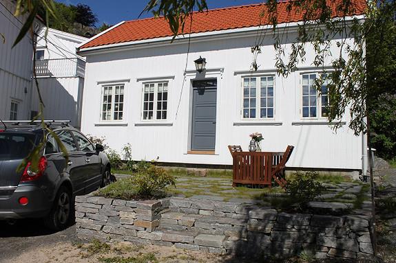 VISNING ETTER AVTALE  - Lekker modernisert enebolig i Grimstad sentrum.