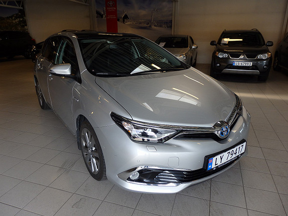 Toyota Auris 1.8 Executive m/Panorama  2016, 38 000 km, kr 259 000,-