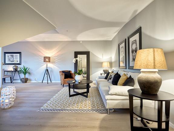 Toppleilighet med balkong og takterrasse, kveldssol og utsyn over havnen - 8 av 10 leiligheter er solgt.