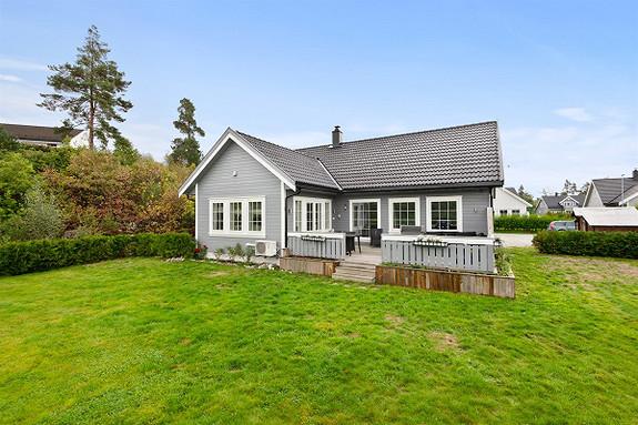 Lonaåsen - Innholdsrik enebolig beliggende i populært og landlig boligområde