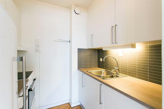 Skrukkerød - Brl-leilighet med pent kjøkken. Ingen dok. avg. Solrik balkong.