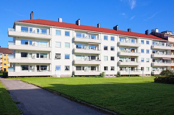 2-roms andelsleilighet - Pent kjøkken - Flislagt bad - Balkong mot vest - Høy 1. etasje