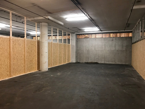 Lagerbur fra 21 m2 med kjørevei til døren