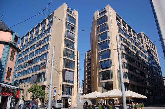 Representativ og imponerende fasade