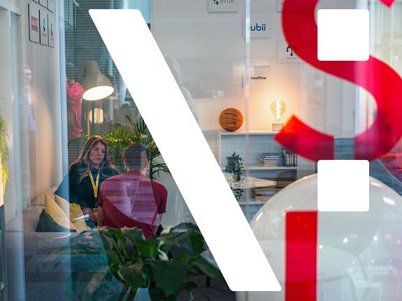 Få naboer som StartupLab, Ticketco, Unimicro, Agens og Vipps, samt 11 ambisiøse tech startups fra StartupLab.