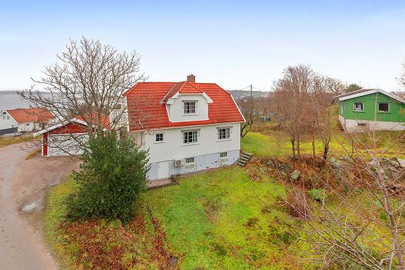 Enebolig med garasje og lekker utsikt til Vestergapet - Stor tomt med muligheter!
