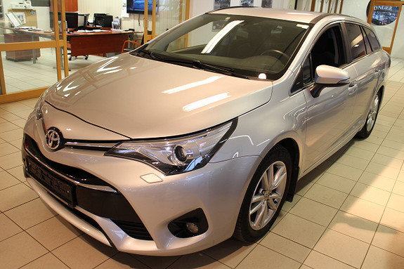 Toyota Avensis Activce Style delskinn stv.  2016, 57800 km, kr 254900,-