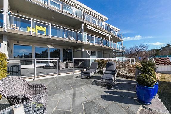 VISNING 27/3 KL 16.30-17.30 - Strøken leilighet med flott utsikt og gode solforhold i Grømbukta.
