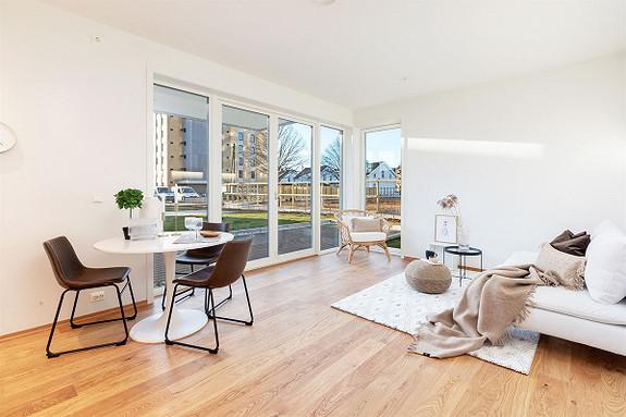 Ny, lekker hjørneleilighet m/ stor solrik markterrasse og beste beliggenhet -  garasjeplass - Heis