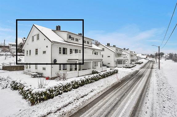 HÆGELAND - STOR OG PEN 6 - ROMS LEILIGHET MED SOLRIKE TERRASSER OG GARASJE I REKKE