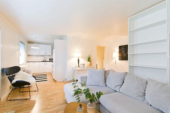 Borgåsen - Delikat og lettstelt leilighet i 2.etg. Ingen fellesgjeld, lave fellesutgiver og ingen dok.avgift. Heis.