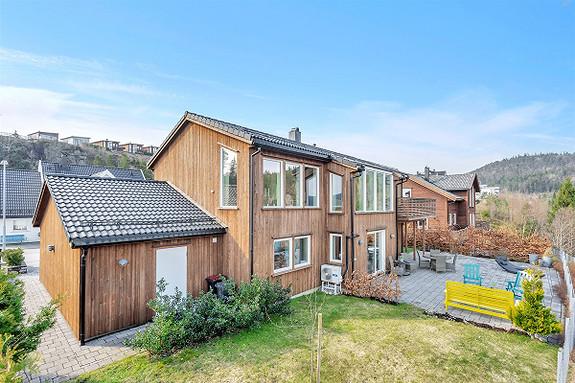 Visning onsdag 24/4 kl 18-19 - Meget pen enebolig med flott utsikt mot fjorden og heiene