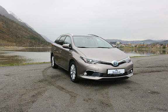 Toyota Auris 1,8 Hybrid E-CVT Executive Sjelden Auris Executive  2016, 45562 km, kr 249000,-
