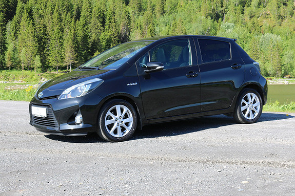 Toyota Yaris 1,5 Hybrid Style e-CVT  2014, 36037 km, kr 179000,-