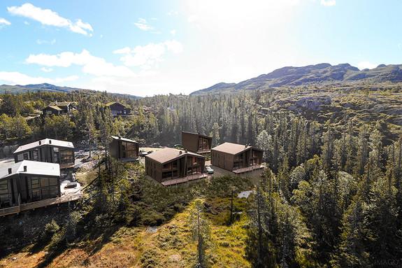 3 solgt 1 reservert. Arkitekttegnede hytter på 110m2 BRA, innholdsrike med 4 sov og 2 bad og meget sentral beliggenhet.