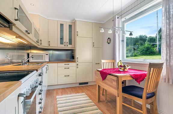 Hovedplan - Kjøkken med plass til spisebord