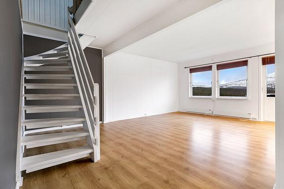 Stue - Trapp opp til loftsetasjen