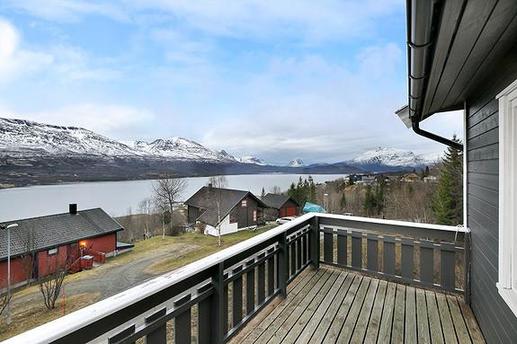 Solrik balkong med flott utsikt!