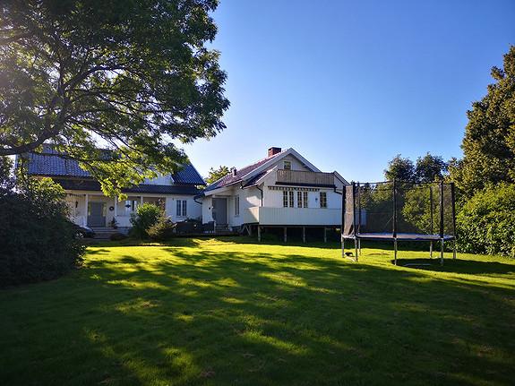 Flott bolig med 4 soverom og nydelig uteplasser sentralt på Borre