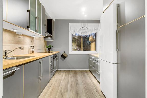 Kjøkkeninnredning med slette fronter