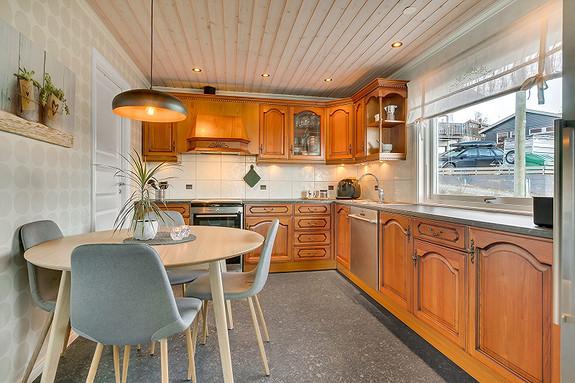 Kjøkken med profilerte fronter