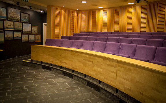 Arrangere møte/seminar? Våre leietakere får tilgang til møterom og auditorium, som enkelt bookes via egen app.